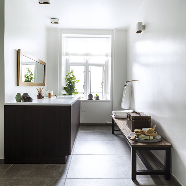Minimalist Bathrooms Prove That Less Is More